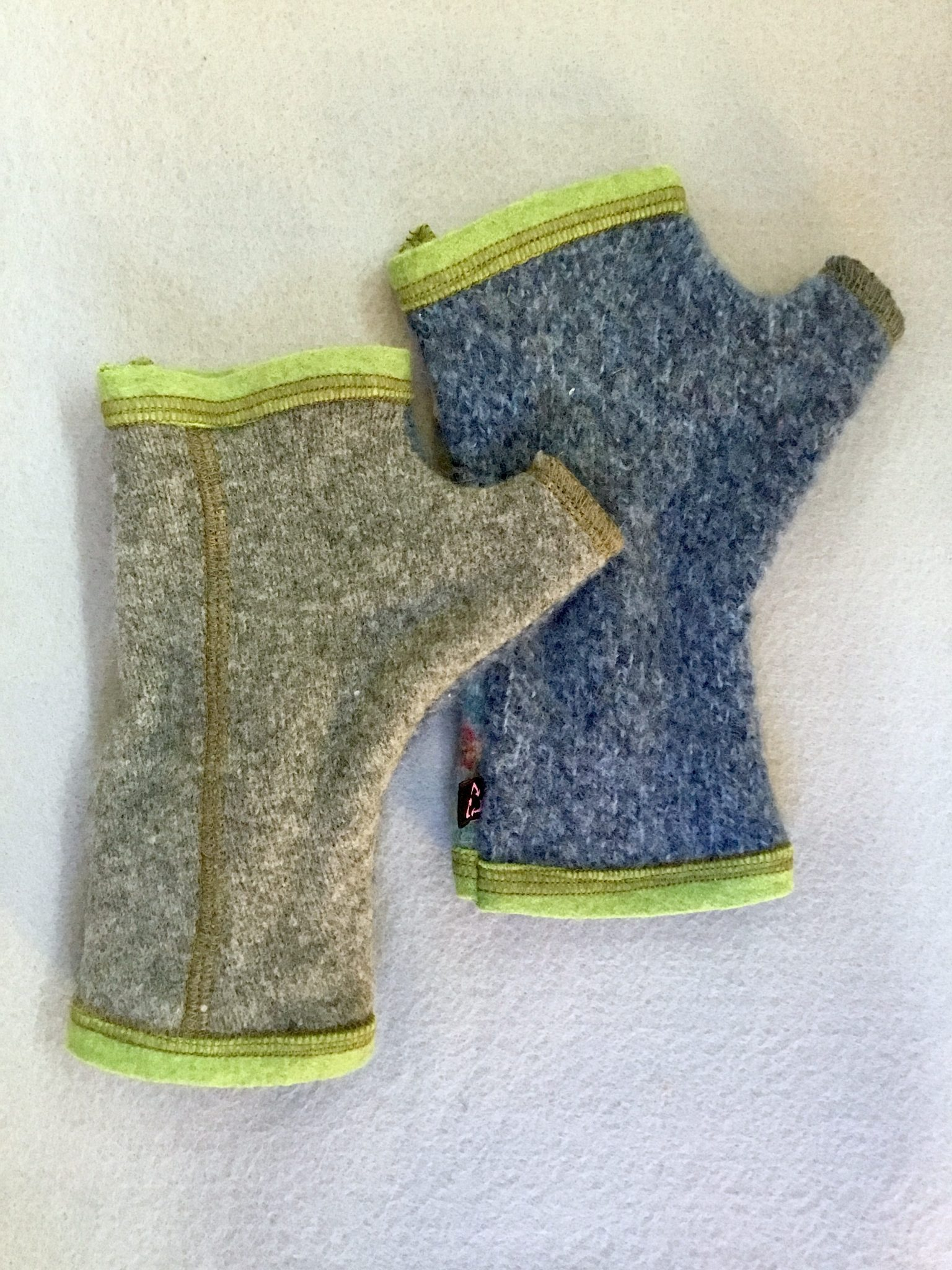 WOOLY GLOVES - blue stripe