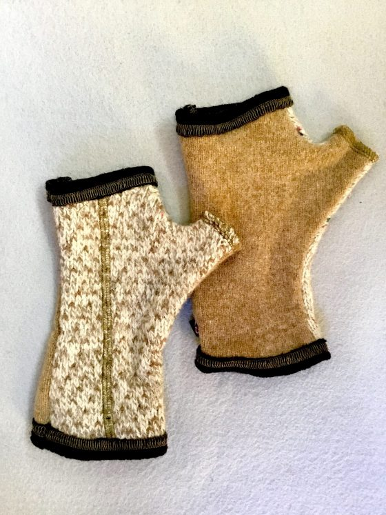 WOOLY GLOVES - beige patterns
