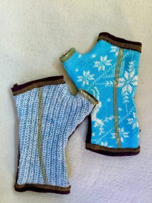 WOOLY GLOVES - blue snowflake