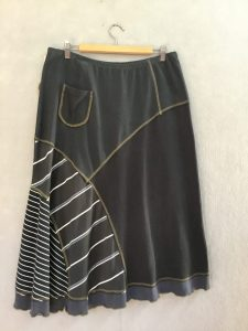 BLACK AND WHITE STRIPE 8 Piece Skirt - L