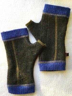 MENS WOOLY GLOVES - charcoal and blue