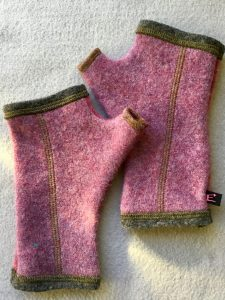 WOOLY GLOVES - pink and purple