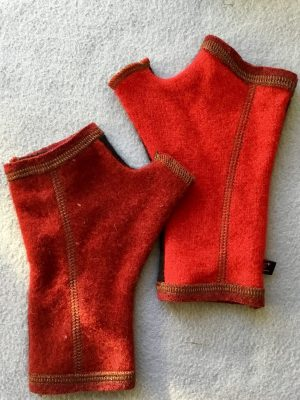 CASHMERE (CM) GLOVES - Red and Black