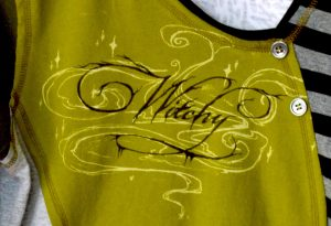 Witchy BUTTON VNECK - M